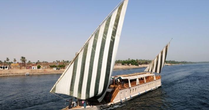 Dahabeya Queen Farida Sailing